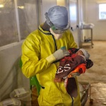 """Ebola.Guarita ultima paziente in Guinea, una bambina di 21 giorni. Msf: """"Iniziato conto alla rovescia per dichiarare fine della pandemia"""""""